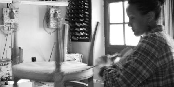 Réfection restauration de siège, chaise, fauteuil, canapé Tapissier tapissière Fabricant de luminaires abat-jour Métissage et Matières Yvelines 78 Eure 27 Hauts-de-Seine 92 Paris 75