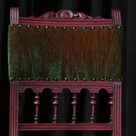 Chaise Style Henri II patinée tissu velours changeant vert et rouge éditeur Zimmer and Rohde Métissage et Matières