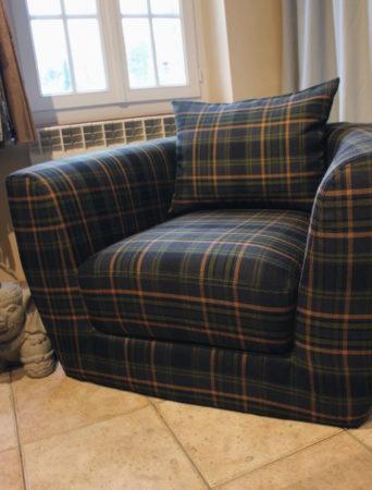 Housse et coussins de siège pour fauteuil contemporain club tonneau tissu laine Tartan écossais Louveciennes Yvelines 78430 Métissage et Matières