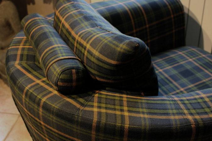 Housse et coussins de siège pour fauteuil club tonneau détail coussin tissu laine Tartan écossais Louveciennes Yvelines 78430 Métissage et Matières