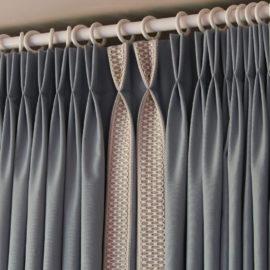 Double rideaux tête tapissière à plis pincés double flamands galon Houlès tissu Casal Versailles Yvelines 78000 Métissage et Matières