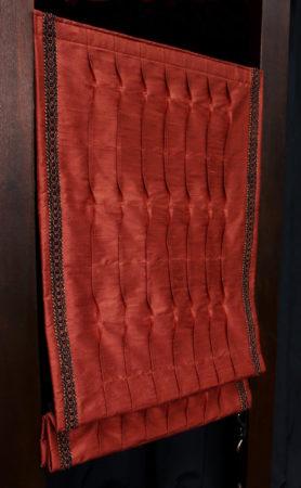 Store bateau plis weave tissu soie doupion brique finition bordure à galon tressé Métissage et Matières