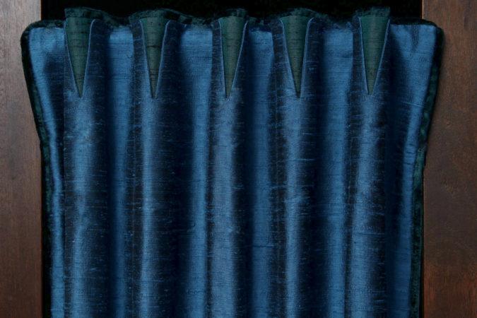 Tête de rideaux tapissière originale col mao tissu soie bleu et vert Métissage et Matières