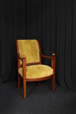 Restauration fauteuil Directoire après restauration réfection tissu Casal aquaclean Tapissier tapissière Fabricant de luminaires abat-jour Métissage et Matières Yvelines 78 Eure 27 Hauts-de-Seine 92 Paris 75