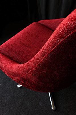 Restauration fauteuil vintage années 70 après restauration réfection tissu velours chenille rouge Tapissier tapissière Fabricant de luminaires abat-jour Métissage et Matières Yvelines 78 Eure 27 Hauts-de-Seine 92 Paris 75
