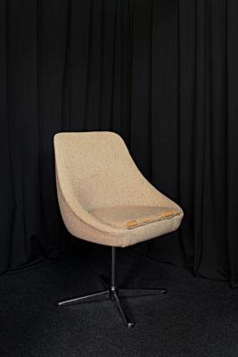 Restauration fauteuil vintage années 70 avant restauration réfection Tapissier tapissière Fabricant de luminaires abat-jour Métissage et Matières Yvelines 78 Eure 27 Hauts-de-Seine 92 Paris 75
