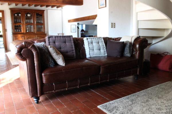 Housses coussins de canapé avant restauration Tapissier tapissière Abat-jouriste Métissage et Matières Yvelines 78 Eure 27 Hauts-de-Seine 92 Paris 75