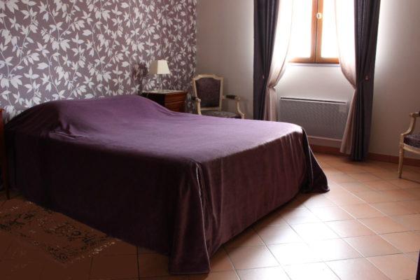 Jeté de lit sur-mesure tissu velours parme Tapissier tapissière Abat-jouriste Métissage et Matières Yvelines 78 Eure 27 Hauts-de-Seine 92 Paris 75