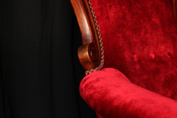 Restauration bergère style Louis-Philippe Napoléon III après réfection tissu velours rouge Luciano Marcato Tapissier tapissière Fabricant de luminaires abat-jour Métissage et Matières Yvelines 78 Eure 27 Hauts-de-Seine 92 Paris 75