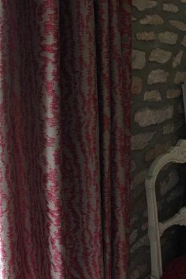 Rideaux sur-mesure tête tapissière plis flamands pincés double tissu rose et beige Wind Tapissier tapissière Abat-jouriste Métissage et Matières Yvelines 78 Eure 27 Hauts-de-Seine 92 Paris 75
