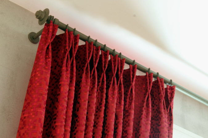 Rideaux tête tapissière tissu broderie pixel Camengo Tapissier tapissière Abat-jouriste Métissage et Matières Yvelines 78 Eure 27 Hauts-de-Seine 92 Paris 75