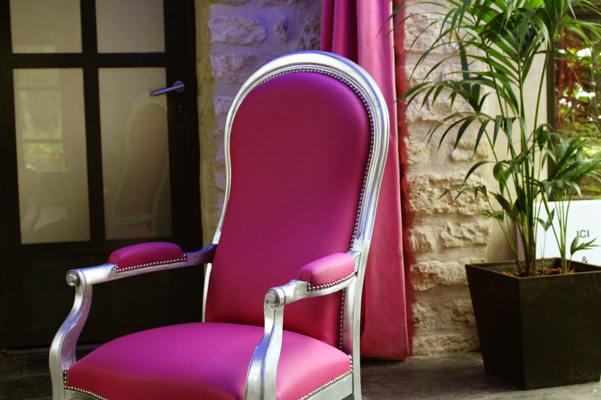 restauration fauteuil voltaire simili cuir fuchsia m tissage mati res. Black Bedroom Furniture Sets. Home Design Ideas